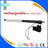 再充電可能なLEDの非常灯。 屋外の管ランプ