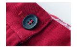 Il pepe di peperoncino rosso scherza i vestiti dei bambini che coprono gli Shorts delle ragazze in linea