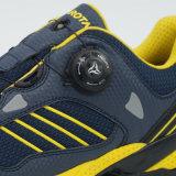 バックルを回す靴をハイキングする新しいデザイン高品質の屋外スポーツの靴