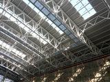 강철 지붕은 구조를 묶는다