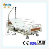 Base de hospital elétrica com as três manivelas que giram a base do cuidado