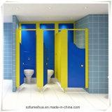Blumen-Form-Kind-Pflanzenschule-Toiletten-Partition mit Füßen