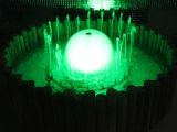 Fontana di acqua decorativa del giardino dell'interno della casa o del piccolo giardino con l'indicatore luminoso variopinto del LED