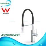 Faucet do dissipador da água quente e fria de torneira de misturador quente da cozinha do giro da venda