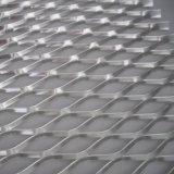 電流を通された金属によって拡大される金網
