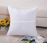 Gestalte gegeven het vierkant werpt het Comfortabele Hoofdkussen van het Bed met Binnen