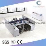 Sitio de trabajo modular de la oficina con estilo en diseño cruzado