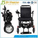 Petit fauteuil roulant électrique pliable compact dans l'avion