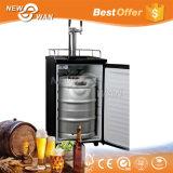 Distributeur à la maison Kegerator de bière d'utilisation avec l'affichage numérique