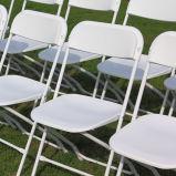 Silla de plegamiento plegable blanca para el alquiler del acontecimiento