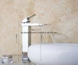 Le chrome en laiton a terminé le taraud de bassin de main de lavage de cascade à écriture ligne par ligne de salle de bains de DEL