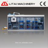 Volledig-automatische drie-Post PP/PS/Pet/PVC Plastic Machine Thermoforming met het Vormen van Snijdende het Stapelen Functies