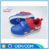 Chaussures en gros des amoureux DEL de charge d'OEM USB d'usine