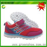 熱い子供の女の子のスポーツの運動靴