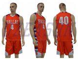 青か白い二重網のリバーシブルはバスケットボールのジャージーのスポーツ・ウェアをからかう