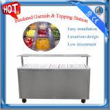 Isolé station garnir et d'écrimage avec le réfrigérateur