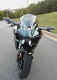 El espejo de Kaasaki Ninja H2 cubrió el negro 1 de 300 producidos para los E.E.U.U. Competir con la motocicleta