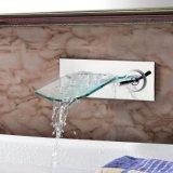 Robinet fixé au mur en verre de vente chaud de cascade à écriture ligne par ligne de salle de bains de chrome
