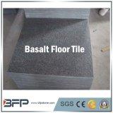 Pavimentando le mattonelle nere naturali del basalto di prezzo poco costoso da vendere
