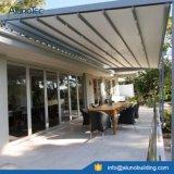 Los toldos de los pabellones liberan el pabellón de aluminio derecho del voladizo del pabellón