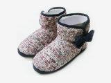 Nettes Kind-warme Innentierkarikatur-Schnee-Aufladungen für Winter