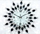 Orologio di parete modellato del metallo decorativo di cristallo del fiore