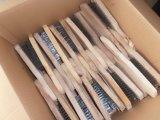 Стальная жесткая щетка с деревянной ручкой