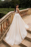 Leonaの上は王女のウェディングドレスを向くMultilayer