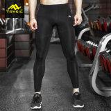Gli sport degli uomini portano i pantaloni stretti per forma fisica