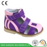 Здоровье обувает плоскую сандалию стабилности сандалии предохранения ноги
