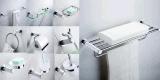 Les accessoires blancs classiques simples de salle de bains ont placé le support de cuvette d'essuie-main