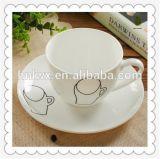 Venta al por mayor de cerámica llana té blanco tazas con platillos conjunto