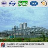Maïs de structure métallique traitant l'atelier avec la grange de silo