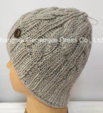 木ボタンの暖かい編む帽子(Hjb055)が付いている方法帽子の帽子