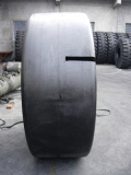 OTRのタイヤ(14.00-24、17.5-25)、ローダーのタイヤ、ダンプトラックのタイヤ