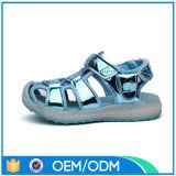 El verano LED de la carga del USB de la alta calidad embroma los zapatos ligeros de la playa