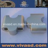 기계로 가공되는 알루미늄 부품 CNC