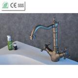 Faucet de bronze da torneira de misturador da bacia do banheiro da antiguidade do punho da cruz de Dule (QH1711A)
