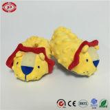 Da sustentação amarela do pé do leão das sapatas de bebê sapatas bonitos do luxuoso do presente