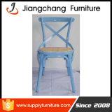 田園様式の白いCrossbackの鋼鉄庭デザイン椅子