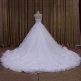 Geschwollenes weißes Tulle-Hochzeits-Kleid