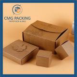 작은 케이크를 위한 Kraft와 백지 상자