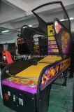 Máquina de jogo eletrônica a fichas interna da arcada do basquetebol