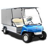 Automobile di golf con il carico della parte posteriore di allegato nel terreno da golf dell'hotel del ristorante
