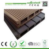 Decking 100% extérieur en plastique en bois bon marché de jardin de Recycable