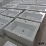 Sopra il contro bacino di mano di pietra artificiale della lavata