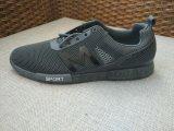 スポーツおよび耐久の通気性のための方法注入の靴