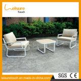 屋外の白いアルミニウム表および椅子2のSeatersのソファーの一定の庭の家具