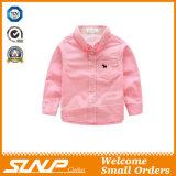 男の子の長い袖の学生服の綿ワイシャツ