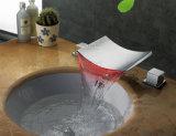Robinet de bassin de cascade à écriture ligne par ligne de la salle de bains DEL de taraud de Waterfal